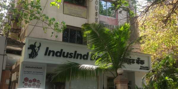 Fully Furnished Office, 1900 Sq.ft. at S.V. Road, Bandra West.