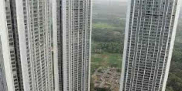 3 bhk Apartment available on Rent at Oberoi Esquire in Goregaon East
